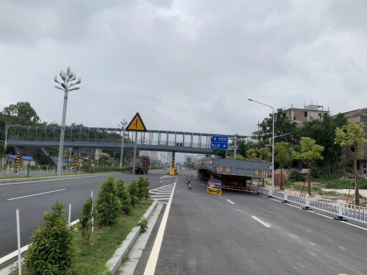 钢结构工程案例:汕头市钢结构人行天桥